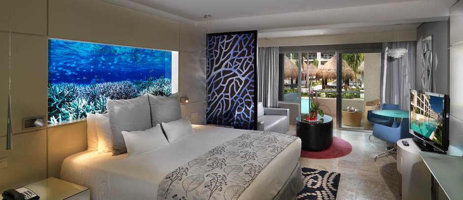 06aparadisusplayadelcarmen-laperla-luxury-jr-suite-room-swim-up-940x407