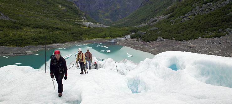 Briksdalsbreen_glacier_740