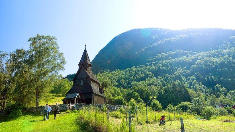 urnes-stavkyrkje-01-380572_espen-mills_tasteofnationaltouristroutes.com-1400